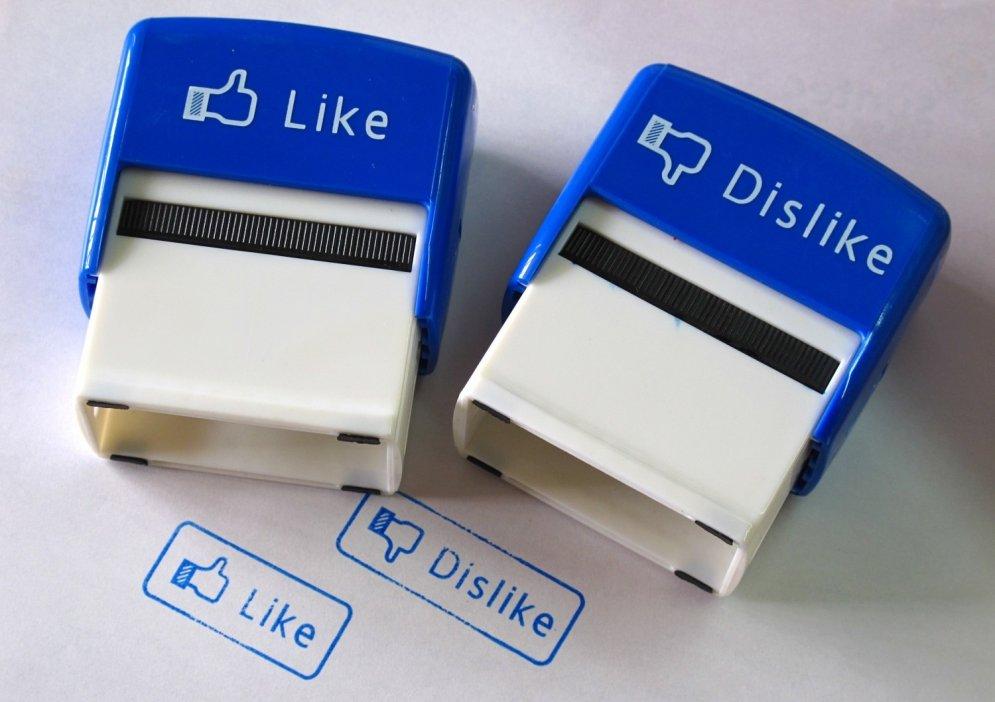 10 kaitinoši draugu tipi, kurus gribas izdzēst no 'Facebook'