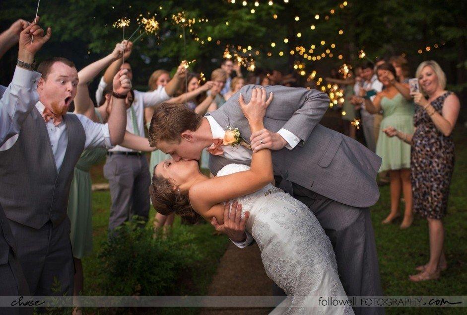 Fotogrāfs paslīd un nejauši uzņem unikālu kāzu foto