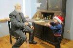 Foto: Valkas novadpētniecības muzejā atklāj Cimzes vaska figūru