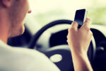 Сейм ужесточил штрафы для водителей: €280 за дрифт, €100— за разговор по телефону