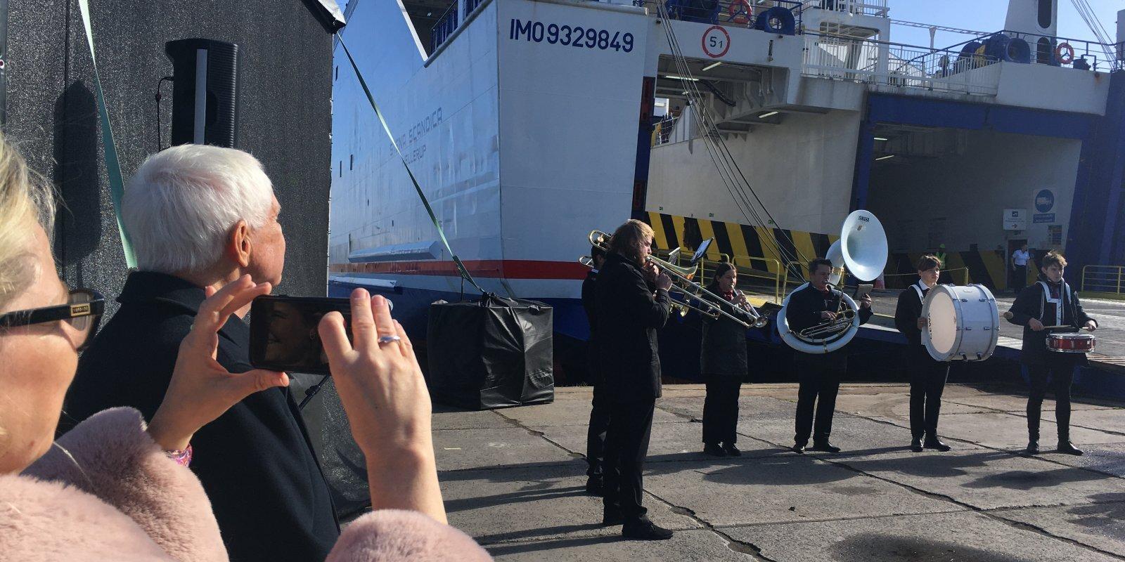 Bez ča-ča-ča, toties uz Zviedriju. Ventspilī prezentē jauno prāmi 'Stena Scandica', bet kā ar 'Tallink'?