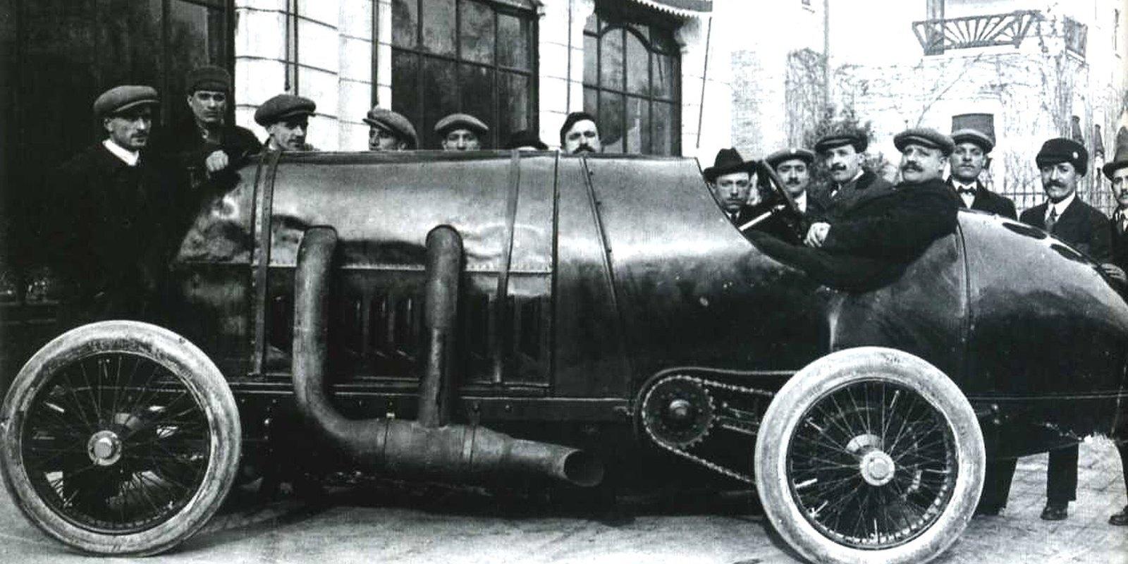 'Turīnas Briesmonis' ar autobūves vēsturē joprojām nepārspēti vislielāko motoru