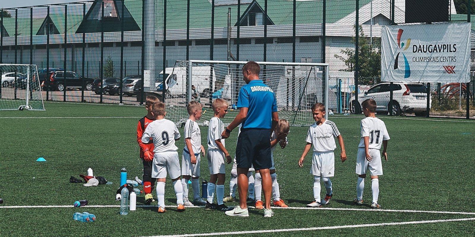 """""""Войны"""" футбольных кланов. Что происходит с детским и молодежным футболом в Даугавпилсе?"""