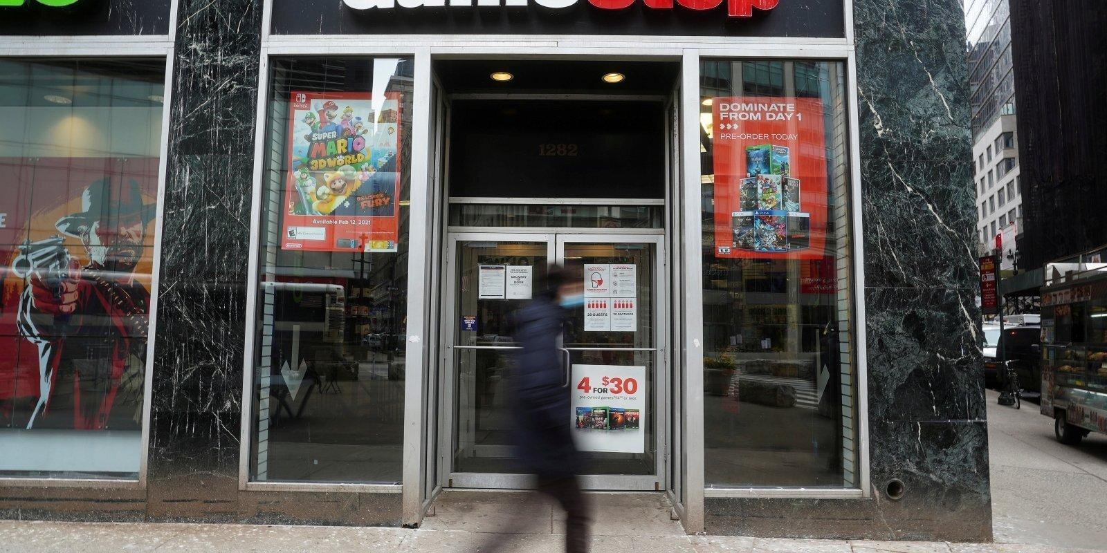 'GameStop' fenomens: Vai saasinās cīņu starp mazajiem investoriem un Volstrītas milžiem?