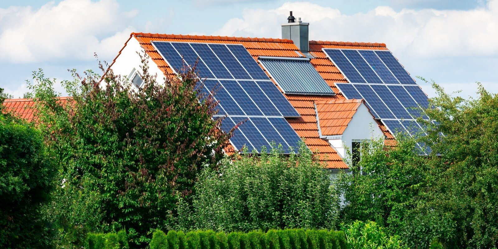 Cik maksā, vai tā vērts un kā uzturēt – būtiskākais par saules paneļiem