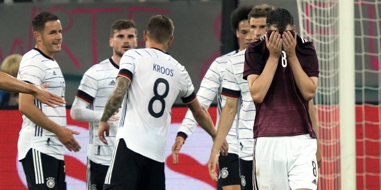 'Testos vājāki par meitenēm'. Kāpēc Latvijas futbols izvēlas vieglāko ceļu?