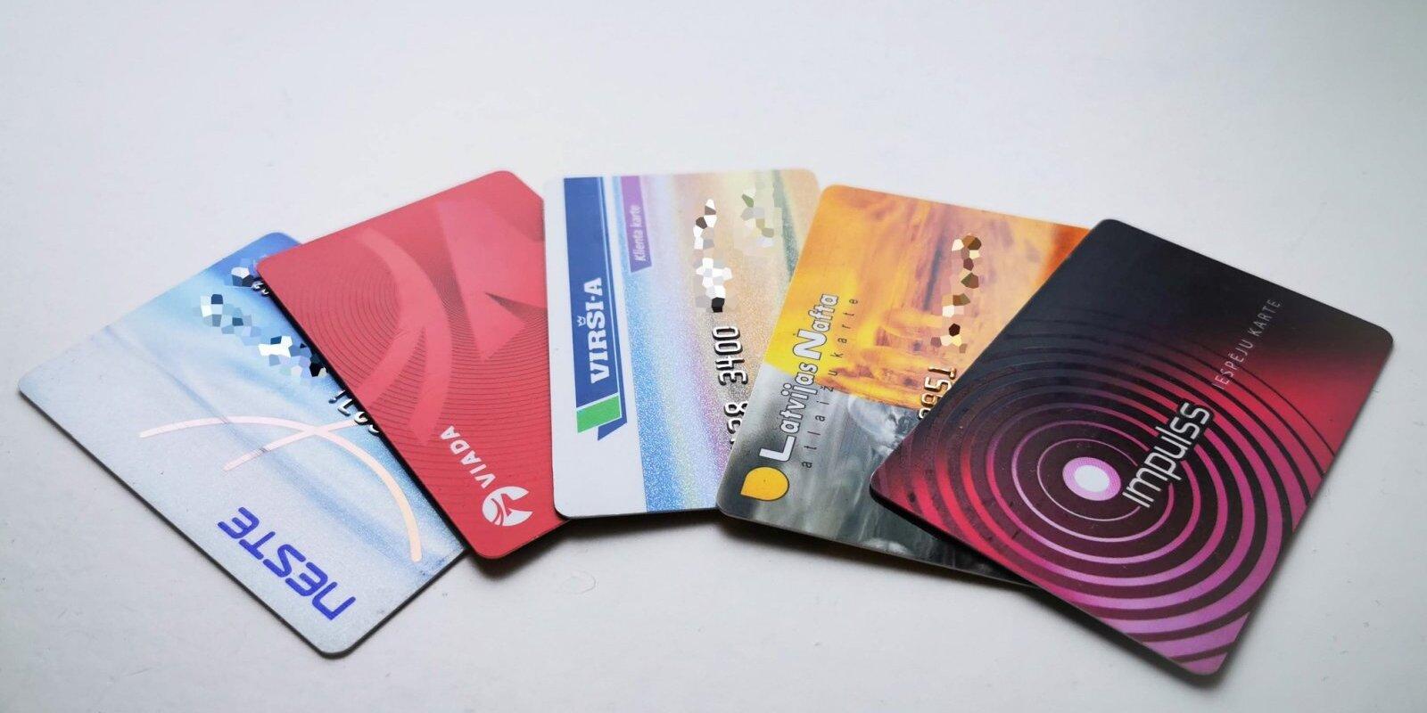 И хотдог бесплатно. Можно ли на самом деле сэкономить на бензине с помощью карточки клиента?