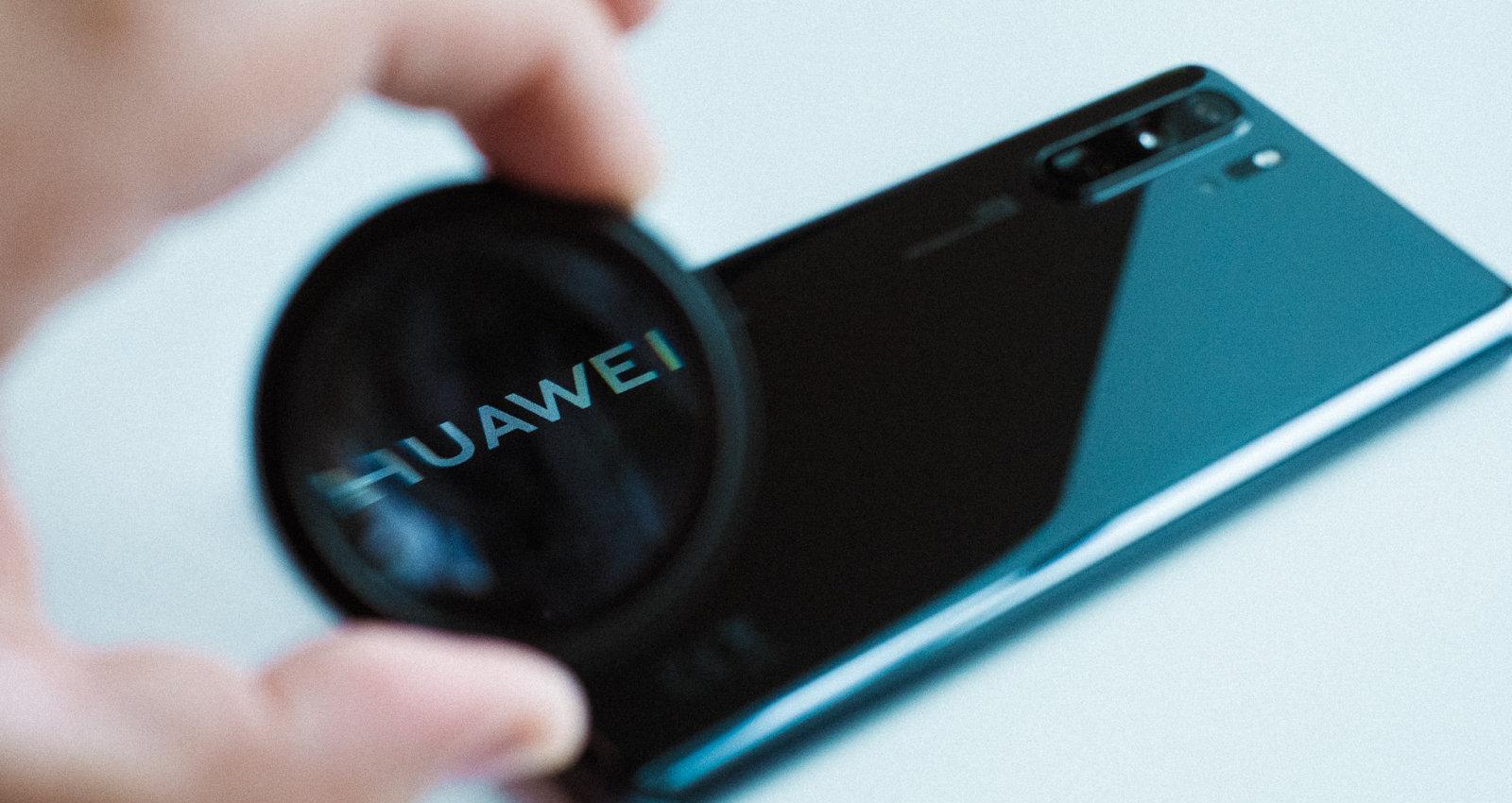 'Huawei' aizliegta 'Android OS' lietošana – ko tas nozīmē lietotājiem Latvijā