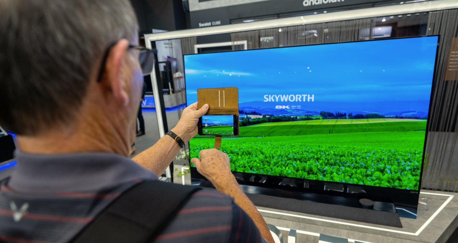 No sarullējamiem televizoriem līdz personīgajām picas krāsnīm – jaunumi mājas tehnikas izstādē IFA 2019