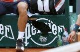 Video: Džokovičs dusmās sašķaida 'Perrier' reklāmu