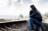 Поезд проехал над спящей между рельсами женщиной: у пострадавшей ни царапины
