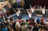 Foto: Ar enerģisku priekšnesumu dzelzceļa stacijā atklāts Baltijas baleta festivāls