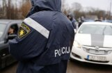 Aiztur divus policistus; veikta izmeklēšana augsta ranga Rīgas policista darbavietā