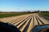 Foto: Autoceļš Dāliņi-Strēlnieks līdzinās kartupeļu vagām (papildināts ar ceļu uzturētāju komentāru)