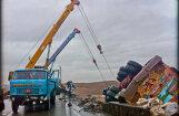 Video: izlase ar kravas auto avārijām Krievijā