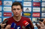 Divi Krievijas futbola izlases spēlētāji sarīko divus jandāliņus