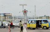 Foto: Kongo galvaspilsētas satiksmi uz ielām regulē milzīgs robots
