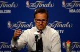 NBA fināliste 'Thunder' pagarinājusi līgumu ar galveno treneri Brūksu