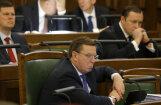 Кучинскис: госаппарат Латвии могут сократить на треть