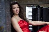 Akordeona princese Ksenija Sidorova un Spīķeru stīgu kvartets Jūrmalas festivālā