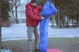 Video: Publicists Otto Ozols ar guļammaisu apmetas Vērmanes dārzā
