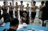 Aci pret aci ar murgu: Taizemes transseksuāļus pārbauda armijai