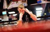 Video: Mairis Briedis aizvada atklāto treniņu pirms došanās uz cīņu Čikāgā