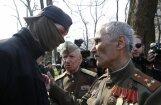 Киев: радикалы облили зеленкой дипломата из России и подрались на акции
