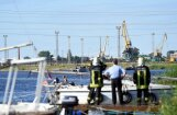Nogrimis ugunsgrēkā Rīgā cietušais ūdens transportlīdzeklis