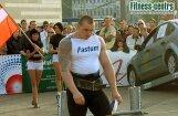 Latvijas Spēkavīru čempionāta pāru sacensībās uzvaras svin Plivda un Leitis