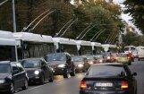 Пробки на ул. Бривибас: общественный транспорт опаздывает на час