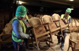 Foto: Ar simbolisku skatītāju krēslu demontāžu JRT uzsāk pārcelšanos