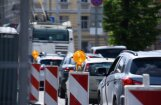 Rīgā vairākos ceļu posmos ilgstoši ierobežos satiksmi