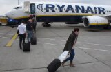 'Ryanair' turpinās reisu atcelšanu līdz martam