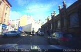 ВИДЕО: На улице Матиса фура не вписалась в поворот и заблокировала дорогу