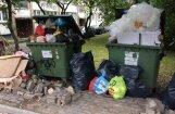 Ielu remonts Rīgā: atkritumu vedēji nedēļām nevar iztīrīt konteinerus