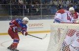 Foto: Putins gūst septiņus vārtus 'zvaigžņu' spēlē Sočos