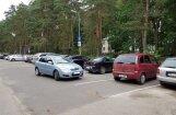 Pārmācīšana vai parkošanās meistarstiķis: auto neierastā novietošana Mežaparkā