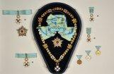 Исторические реликвии Латвии: фотоаппарат, орден, платье и меч