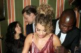 Foto: Ritai Orai caur kleitu spīd stringa bikšeles