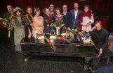Foto: Valmieras teātrī sveic labākos sezonas māksliniekus