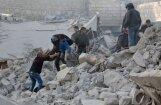Foto: Uzlidojumos pilsētas tirgum Sīrijā vismaz 53 upuri