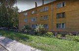 Pagalmā Rīgā nobrauc gājēju; policija aicina atsaukties lieciniekus