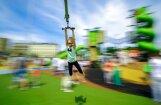 На новой детской площадке в центре Риги мальчик сломал руки