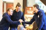 Foto: Latvijas futbolisti pulcējas uz PK kvalifikācijas noslēgumu