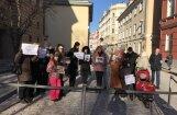 Video: Cirks pie Saeimas – protestē pret savvaļas dzīvnieku izmantošanas liegšanu izklaidē