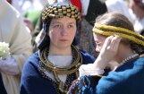 Foto: Rīgā noticis gājiens 'Uzvelc savu tautastērpu par godu Latvijai!'