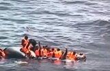 Video: Vidusjūrā aizdegas bēgļu pilna gumijas laiva