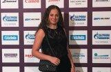 Ostapenko tenisistu ballītē valdzina ar izsmalcinātu eleganci