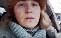 Video: Latviešu biedrības 'ķēniņiene' ar lielu pārkāpumu bagāžu terorizē ceļu policistus